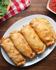 who love meat love this classic calzone - People will eat out of your hand. -Those who love meat love this classic calzone - People will eat out of your hand. Meat Recipes, Dinner Recipes, Cooking Recipes, Cooking Tv, Pizza Recipes, Dessert Chef, Tasty, Yummy Food, Meat Lovers