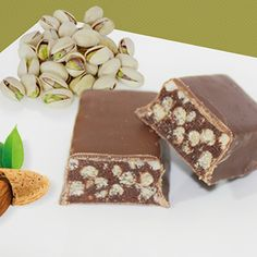 Reep chocolade amandel-pistache Low Carb Recipes, Healthy Recipes, Healthy Food, Candy, Chocolate, Desserts, Food Ideas, Foods, Kitchen