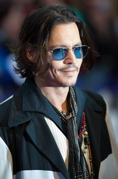 Johnny Depp Photo - Dark Shadows - European Premiere - Outside Arrivals