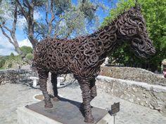 Hevosenkengistä hitsattu hevonen