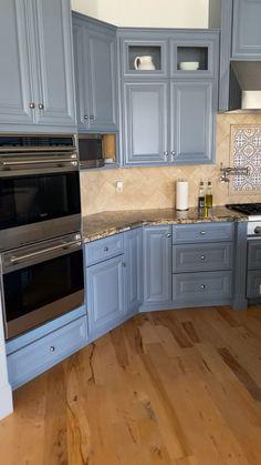 Kitchen Room Design, Kitchen Redo, Modern Kitchen Design, Home Decor Kitchen, Interior Design Kitchen, Kitchen Ideas, Kitchen Cabinet Styles, White Kitchen Cabinets, Dark Cabinets