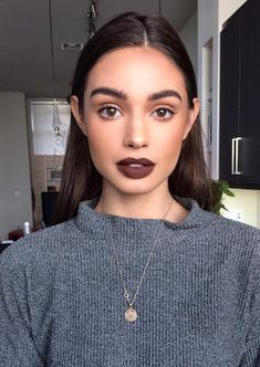 Pinterest: DEBORAHPRAHA ♥️ full eyebrows and vampy lipstick makeup look