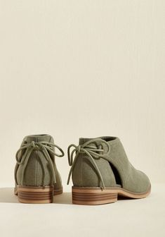 Lona em tornozelo Campus Bootie Canvas on Campus Ankle Bootie Lona em tornozelo Campus Bootie The post Lona em tornozelo Campus Bootie appeared first on Dress Models. Ankle Booties Outfit, Ankle Boots, Bootie Boots, Shoe Boots, Cute Shoes, Me Too Shoes, Bota Over, Beautiful Shoes, Summer Shoes