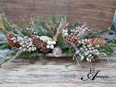 Ramas de Pinos, bellotas, bayas plateadas. Pine branches,acorns