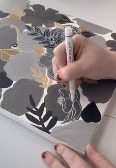 Canvas Painting Tutorials, Diy Canvas Art, Painting Techniques, Painting Flowers, Drawing Flowers, Sunflower Canvas Paintings, Black Canvas Paintings, Flower Painting Canvas, Nursery Paintings