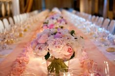 decoration-table-petales-mariage