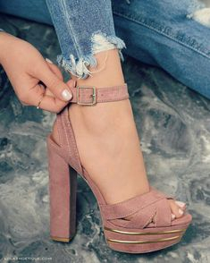 Really cute shoes with heels for summer, spring or fall Dream Shoes, Crazy Shoes, Me Too Shoes, Heeled Boots, Shoe Boots, Heeled Sandals, Cute Heels, Beautiful Shoes, Fashion Shoes