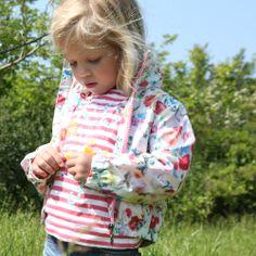 Offwhite jas met rood/roze flowerprint van Cakewalk   Olliewood Online Kinderkleding en Babykleding #kidsfashion