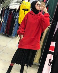 Pinterest: @adarkurdih Modest Fashion Hijab, Hijab Chic, Muslim Fashion, Uni Fashion, Skirt Fashion, Womens Fashion, Muslim Girls, Muslim Women, Modele Hijab
