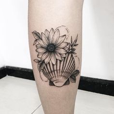 Image about Tattoos in 𝓶𝔂 𝓾𝓹𝓵𝓸𝓪𝓭𝓼 by - 𝙕 on We Heart It Dog Tattoos, Cute Tattoos, Beautiful Tattoos, Body Art Tattoos, Tatoos, Mermaid Thigh Tattoo, Mermaid Tattoos, Tattoo Conchas, Sea Tattoo Sleeve
