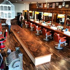 imonkeyaround:  #savillsbarbers end of the 1st day in the new shop #barberlife #barber #barbershop keep watching for more pics  @savillsbarb...