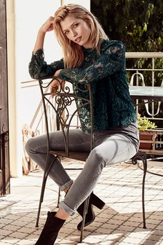 Contemporary yet bohemian, this season's new silhouette breathes confident cool and feminine flair. | H&M Fall/Winter