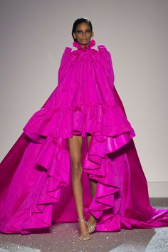 Pink Fashion, Runway Fashion, Fashion Dresses, Fashion Looks, Style Haute Couture, Haute Couture Dresses, Mode Rose, Ellie Saab, Valentino Dress