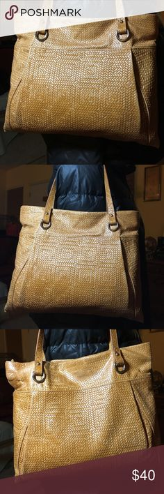 Great Gianni Chiarini shoulder bag Beautiful lightweight Italian leather bag, woven leather embossed pattern. Showing areas of wear as pictured but still a great bag. Clean canvas lining. 8 inch shoulder drop. 11 long x 13 wide. Gianni Chiarini Bags