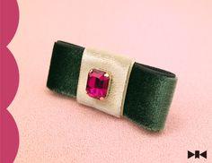 """""""Middle finger Brooch""""は中指のためのブローチ=「指輪」です。『赤毛のアン』をテーマに制作、アンがダイアナにあやま... ハンドメイド、手作り、手仕事品の通販・販売・購入ならCreema。"""