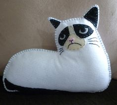 Sewing: Grumpy Cat Felt Mini Pillow...what a fantastic weekend project!