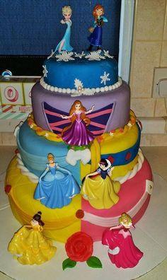 Gateau anniversaire princesses disney