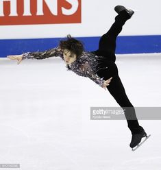 Shoma Uno of Japan skates to first place in the men's short program at the Four Continents figure skating championships in Taipei on Jan. 25, 2018. ==Kyodo