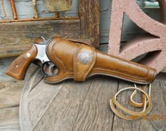 Custom Leather Holster - Pistol Holster - Revolver Holster - Made to order Handgun Holsters Leather Hats, Leather Tooling, Diy Leather Craft Tools, Custom Leather Holsters, Pistol Holster, Leather Bags Handmade, Handgun, Revolvers, Firearms