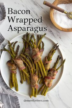 Bacon wrapped asparagus that are perfect for a snack or dinner side dish, or even at an appetizer party. Such a delicious asparagus recipe for spring or summer! Potluck Recipes, Spring Recipes, Side Dish Recipes, Healthy Dinner Recipes, Healthy Snacks, Snack Recipes, Whole 30 Snacks, Whole 30 Recipes, Appetizer Party
