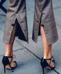 All things elegant & beautiful. Fashion Details, Look Fashion, Diy Fashion, Ideias Fashion, Womens Fashion, Fashion Design, Fashion Trends, Fashion Beauty, Fashion Pants