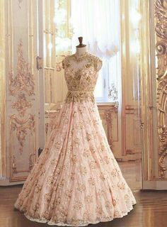 Find the perfect designer Indian reception gown and cocktail dress - Check out our gallery of cocktail dresses and dreamy reception gowns for Indian brides. Indian Gowns, Pakistani Dresses, Indian Outfits, Indian Clothes, Bridal Dresses, Wedding Gowns, Saree Wedding, Bridesmaid Dresses, Hindus