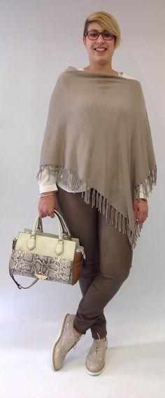 Riani - Capes: Ein Trend, den wirklich jede Frau nahezu das ganze Jahr über tragen kann. Genau das Richtige zum Aufwärmen! Trends, Clothing, Trousers, Woman, Beauty Trends