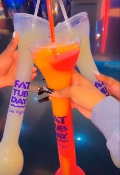Party Drinks Alcohol, Alcohol Drink Recipes, Wine Drinks, Alcoholic Drinks, Alcohol Aesthetic, Aesthetic Food, Aesthetic Eyes, Food Obsession, Frozen Drinks