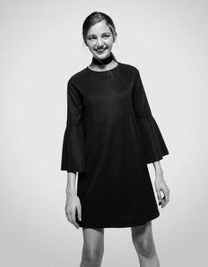 Трикотажное платье в стиле беби-долл с расклешенными рукавами - Платья - Bershka Russia