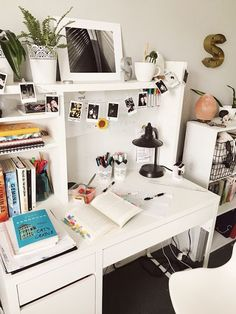 Desk Decor Ideas to Make Your Home Office. 🏘🏘 Home Decor. Photo wall collage Are you looking for ways to spruce up your desk decor? These 30 home desk ideas will inspire you to Study Room Decor, Cute Room Decor, Home Office Design, Home Office Decor, Office Ideas, Aesthetic Room Decor, Home Desk, Room Organization, Dorm Room Storage