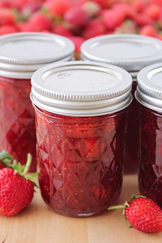 This simple and delicious homemade strawberry jam is so easy to make. It's t… This simple and delicious homemade strawberry jam is so easy to make. It's the perfect way to enjoy those sweet summer berries! Strawberry Jam With Pectin, Strawberry Jelly Recipes, Strawberry Freezer Jam, Homemade Strawberry Jam, Strawberry Jam Recipe With Jello, Strawberry Perserves Recipe, Making Strawberry Jam, Canning Recipes, Sweets