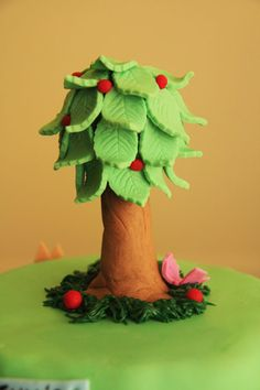 garden cake and fondant tree tutorial by Bronnie Bakes Fondant Tree, Fondant Flowers, Fondant Cakes, Cupcake Cakes, Mini Cakes, Fondant Cake Tutorial, Fondant Toppers, Cake Decorating Techniques, Cake Decorating Tutorials