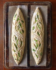 😍 Awestruck over the beautiful scaling and deliciousness of this sourdough bread. - Sourdough bread filled with scallions, ricotta,… Bread Art, Rye Bread, Sourdough Bread, Yeast Bread, Art Du Pain, Bread Recipes, Cooking Recipes, Pain Au Levain, Bagel Pizza