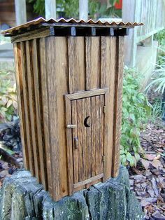 Miniature outhouse ... never realized there were miniatures ... I thought they were built for function ... not decorative ... but I guess you could store all sorts of stuff in one ... dishes, pots 'n pans lol lol ....... I dunno ????