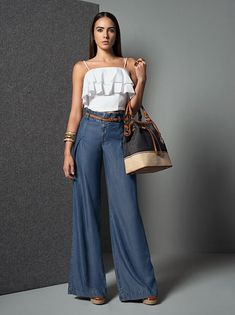 Palazzo Pants Outfit For Work. 14 Budget Palazzo Pant Outfits for Work You Should Try. Palazzo pants for fall casual and boho print. Mode Chic, Mode Style, Denim Outfit, Pants Outfit, Casual Chic, Casual Wear, Chic Outfits, Summer Outfits, Pantalon Large