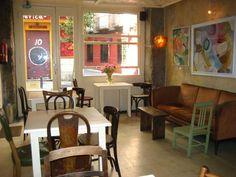 La Piola, uno de los mejores sitios del barrio de las letras para tomarse un con leche por la mañana. #cafe #hipster Calle León