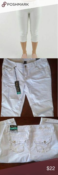 """Ariya Curvy Capri Jeans Sz 11/12 White ARIYA CURVY JEANS  Curvy Denim Capri  Fun and flirtatious with studding and metallic back pocket detailing, these comfy denim capris are cuffed at the leg for casual appeal.  Size 11/12 Waist: 17"""" Hips: 20"""" Length/Inseam: 19"""" Rise: 9"""" Zip fly / button closure Five-pocket style Embroidered  70% cotton / 27% polyester / 3% spandex (stretch) Machine wash; tumble dry Imported Ariya Jeans Ankle & Cropped"""