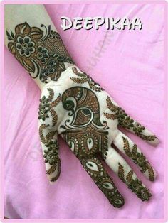 Apply these best Party Mehndi design that helps in bringing out your beauty. Here are Some Trendy and stylish Party Mehndi Designs. Peacock Mehndi Designs, Indian Mehndi Designs, Stylish Mehndi Designs, Mehndi Designs For Girls, Mehndi Design Pictures, Wedding Mehndi Designs, Beautiful Henna Designs, Henna Tattoo Designs, Mehndi Images