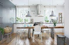 Grijze en witte HK Living hanglampen op een rij. Stoere lampen voor een fris en eigentijds accent in trendy interieurs.