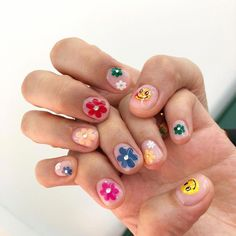Semi-permanent varnish, false nails, patches: which manicure to choose? - My Nails Nail Design Stiletto, Nail Design Glitter, Cute Acrylic Nails, Gel Nails, Matte Nails, Nail Polish, Acryl Nails, Nagellack Design, Nail Jewelry