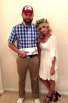 Cool Halloween Couple Costumes Forrest Gump and Jenny Costumes. Easy Couple Halloween Costumes, Diy Couples Costumes, Funny Couple Halloween Costumes, Family Halloween Costumes, Halloween Outfits, Diy Costumes, Diy Halloween, Halloween Office, Halloween Recipe