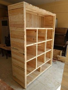 Pallet Furniture Projects lovely pallet wooden shelve idea - Wooden pallets creations are increasing day by day and people are moving rapidly towards pallet crafting. In the age of modern Wooden Pallet Projects, Wooden Pallet Furniture, Wooden Pallets, Pallet Wood, Pallet Couch, Outdoor Pallet, 1001 Pallets, Wooden Pallet Shelves, Pallet Benches