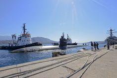 160523-N-IL474-274 SOUDA BAY, Greece (May 23, 2016) The Los Angeles-class fast attack submarine, USS Newport News (SSN-750), prepares to moor at Naval Support Activity Souda Bay, Greece.  Newport News is conducting naval operations in the U.S. 6th Fleet area of operations in support of U.S. national security interests in Europe. (U.S. Navy photo by Heather Judkins/Released)