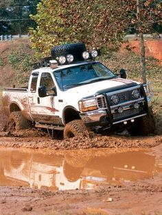 Lifted Ford Superduty Doing a Burnout Big Ford Trucks, Lifted Trucks, Cool Trucks, Chevy Trucks, Pickup Trucks, Lifted Ford, Ford Diesel, Diesel Trucks, Muddy Trucks
