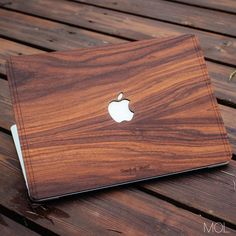 Beautiful wood MacBook case / cover. mobileofficelife.com