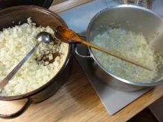 Jak zpracovat zásobu cibule | návody na zpracování cibule Oatmeal, Grains, Rice, Breakfast, Food, The Oatmeal, Morning Coffee, Rolled Oats, Essen
