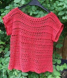 Lindevrouwsweb: Hexagon Babyvestje in Merinowol crochettop Crochet Jumper, Black Crochet Dress, Crochet Cardigan, Filet Crochet, Easy Crochet, Crochet Top, Unique Crochet, Crochet Summer Tops, Crochet Woman