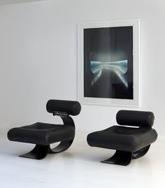 Oscar Niemeyer - Chairs -  special commission for the newspaper  l' Humanité  Paris   1989   Photo on the wall Mathieu Salvaing