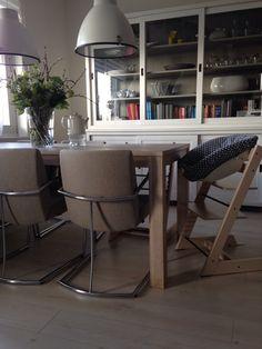 Onze stokke stoel met nieuwe hoes via ukje.nl