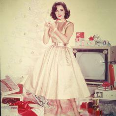 Vintage holiday style inspiration: Elizabeth Taylor, 1950